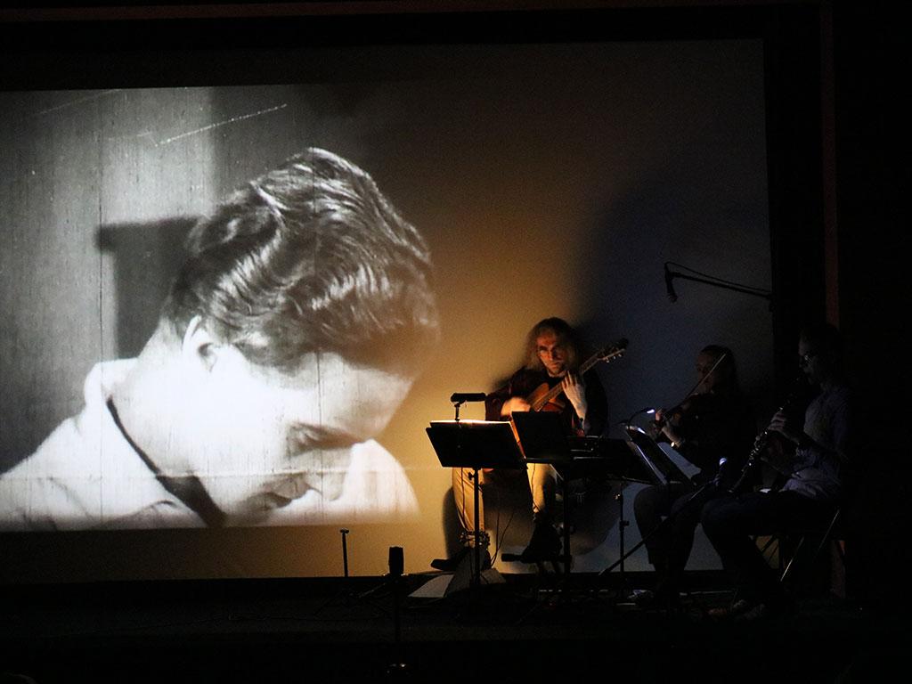 Ponad Śnieg - film niemy z muzyką na żywo