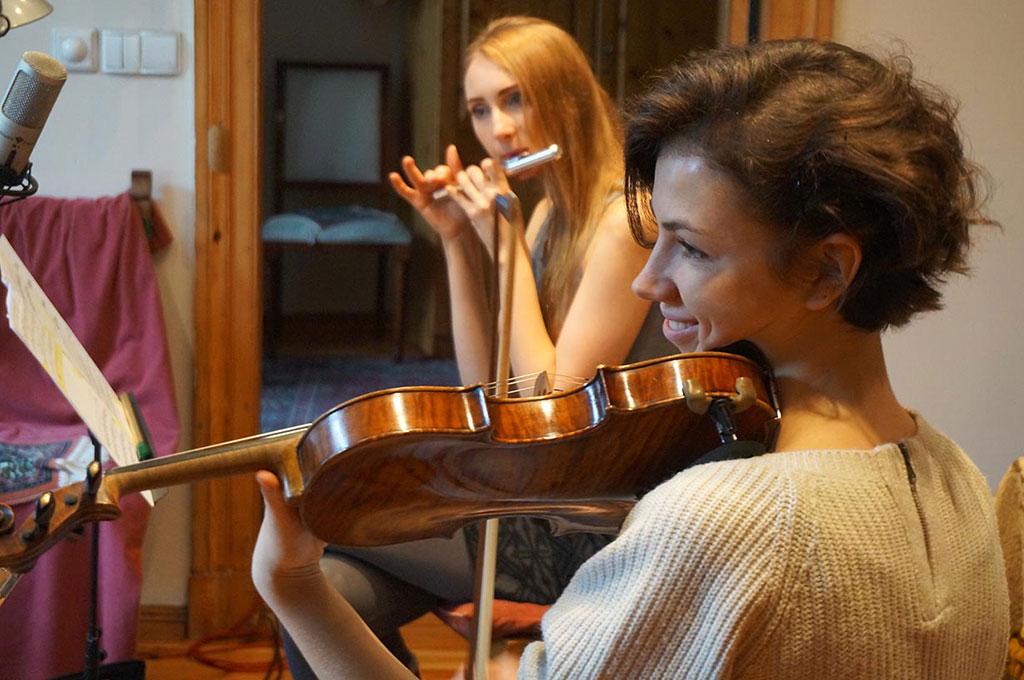 Próba, Olga Kunicka ze skrzypcemi i Asia Zielecka